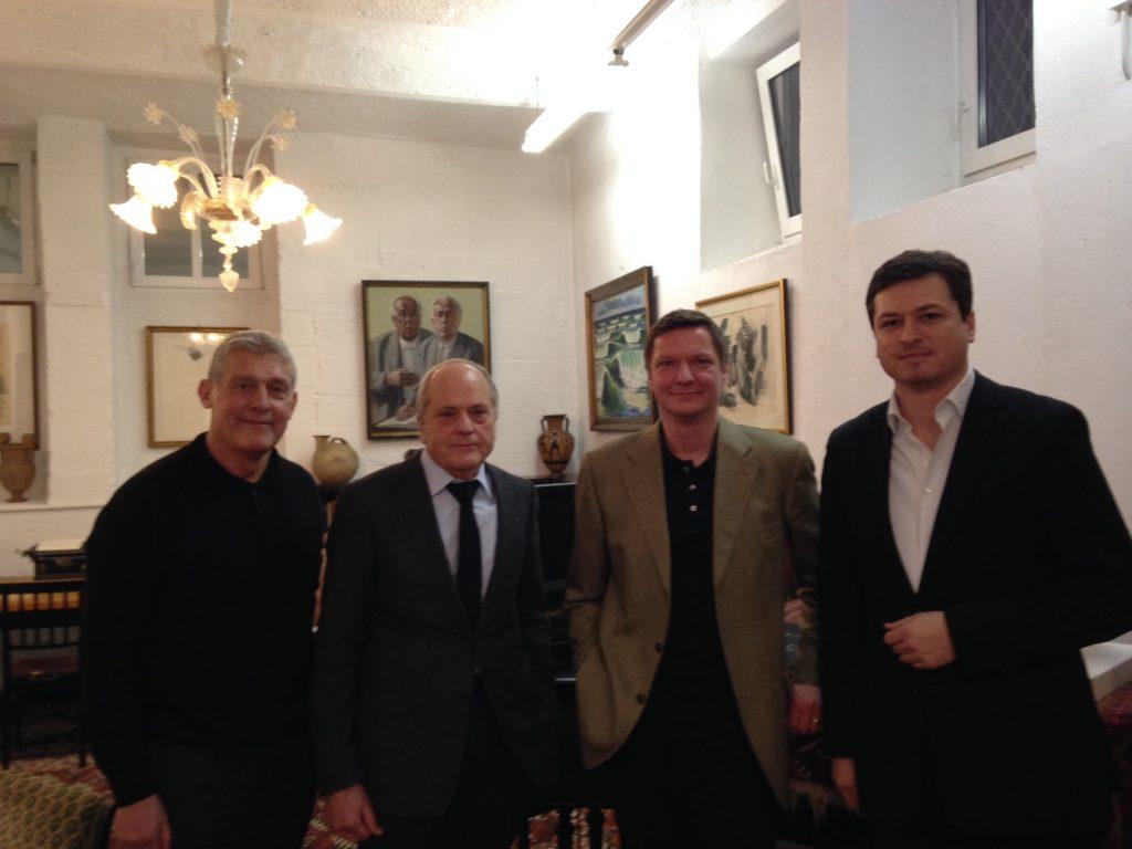 Andreas H. Baumgartner mit den scheidenden Vorständen Bernhard Pfau, Kurt Scharl und Dr. Raphael Woebs (v.l.n.r.)